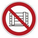 Verbotszeichen -Abstellen und Lagern verboten